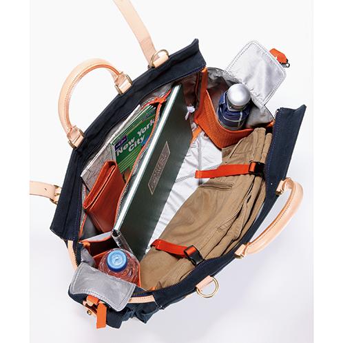 衣類を固定するベルトを装備。小分けのポケットが充実しているので、旅用の小物もきれいに収まる。