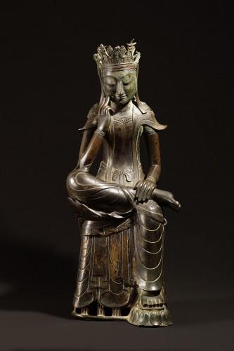韓国国宝78号半跏思惟像〔三国時代・6世紀 韓国国立中央博物館蔵〕写真:韓国国立中央博物館