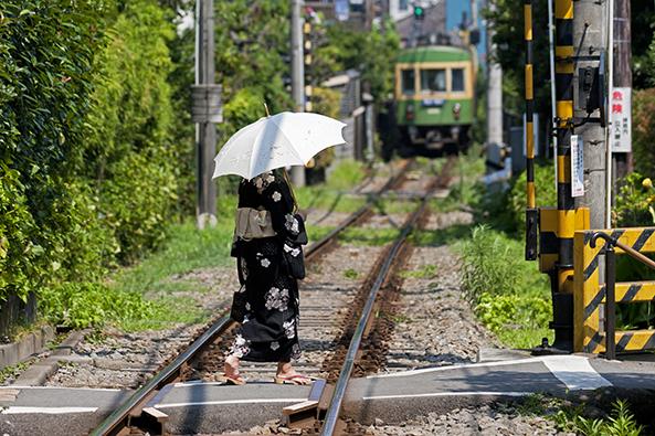 全国人気の江ノ電風景も夏模様。