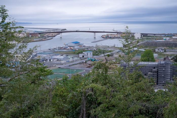 日和山からは、復興が進む石巻市街が一望できる。