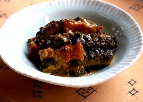 ゴーヤーにつやが出て、見るからに美味しそう。ゴーヤーと豚肉に味噌味が絡み、猛暑に負けない料理です。