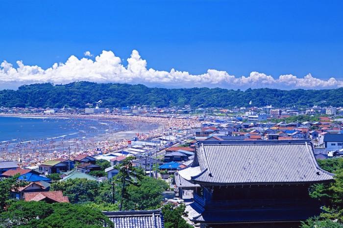 海辺の古都・鎌倉らしい夏景色。