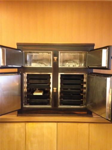 中野時代からいまだに氷の冷蔵庫、魚のためには欠かせないと言います。