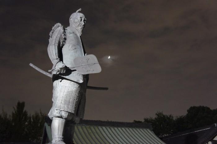 大阪城内の豊国神社にある豊臣秀吉の銅像。