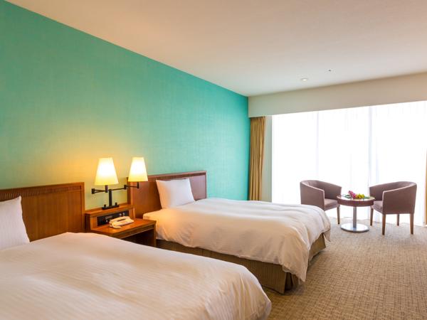 3Room明るく、清潔さが保たれた客室。白とエメラルドグリーンを基調にしてリゾート感を演出しています。