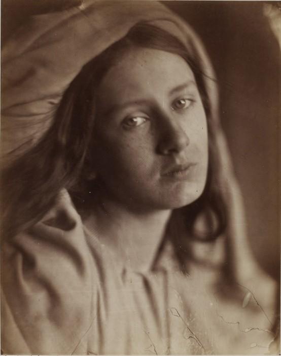 ジュリア・マーガレット・キャメロン《ベアトリーチェ》〔1866年 ヴィクトリア・アンド・アルバート博物館蔵〕ⒸVictoria and Albert Museum,London