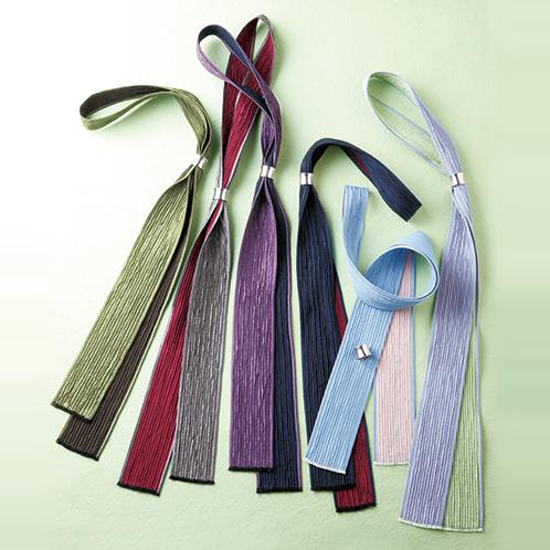 左から鶯×焦げ茶、銀×茜、紫×紺、紺×茜、空×桃、藤×若草