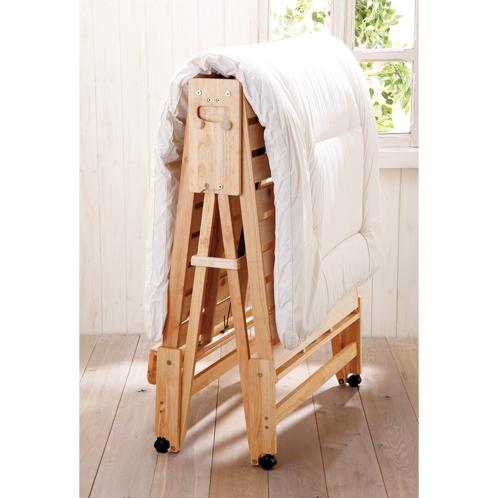 ストッパーピンで固定すれば、室内で布団干しも可能。組み立ても10分ほどと簡単、丸みをもたせた設計で安心して使える。