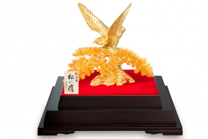 純金製置物 松に鷹_s