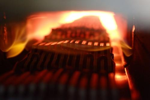 焼き入れのようす。撮影:小林禎弘