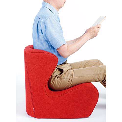 下半身がしっかり保持されるとともに、体圧が分散され臀部の前滑りを防ぎ、長時間の座り姿勢でも疲れにくい。座面高は約180mm。