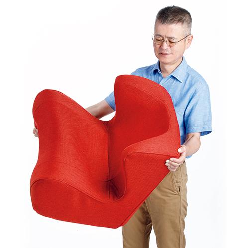 大きさのわりには重量は約2.9kgと軽量。掃除のときに動かすのも楽、部屋間を移動して使うこともできる。