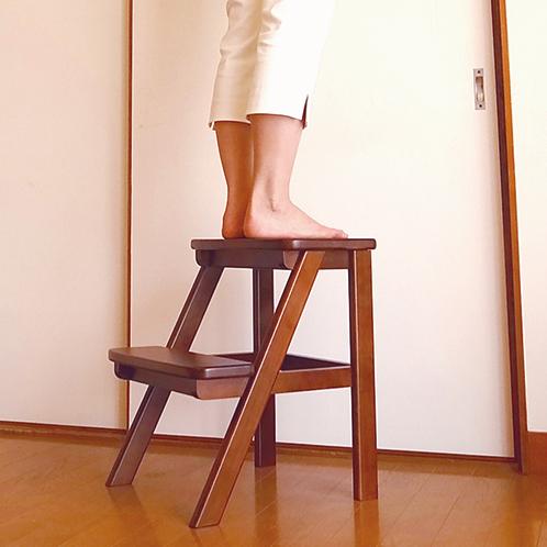 高過ぎず低過ぎず。部屋置きの踏み台としては程よいサイズだ。