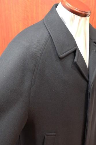 ラグランスリーブの袖。