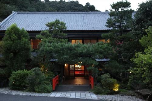 「南天苑本館」は、大阪府堺市にあった「大浜潮湯別館(家族湯)」だった建物を移築。登録文化財。