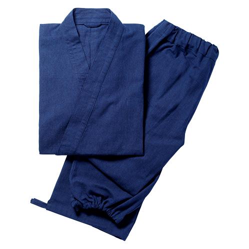 ウェストの絞りは紐とゴムの両タイプ。ズボンの裾は紐留め。上着に内ポケットをひとつ、ズボンのポケットは両脇に装備。