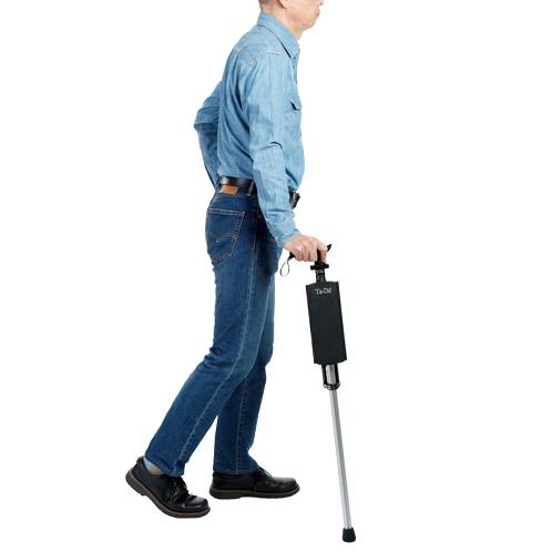 折り畳むと細身になり、杖として使う際も違和感はない。軽量なので野外用の椅子としても有効。杖の長さは85cm(伸縮はしない)。