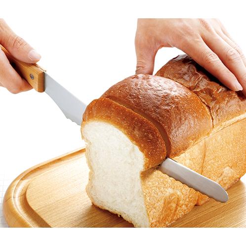 堅いパンから柔らかいパン、サンドイッチまで形を崩さずにきれいにカットできる。海苔巻きやトマトなど、切断が難しいものも簡単に切れる。