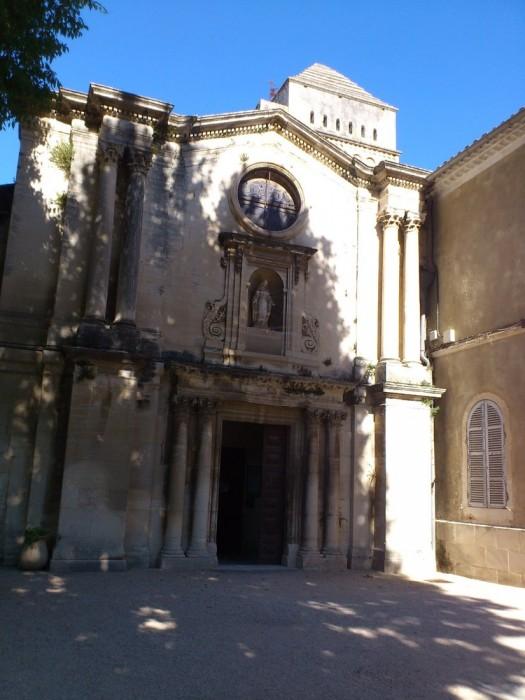 サン・ポール・ド・モーゾール修道院は、今ではゴッホの展示館となっていて、画家の暮らした跡をしのぶことができる。ここは毎日ゴッホが見上げたであろう入口。