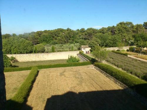 これが窓からの眺め。この景色もゴッホは描いている。
