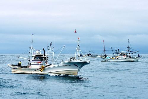 赤貝漁は、戦後、大型のディーゼルエンジンの普及とともに始まった。宮城県が指定した漁区内で計画的に操業。