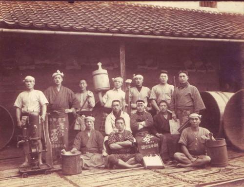 大谷酒造、創業当時の蔵人達。