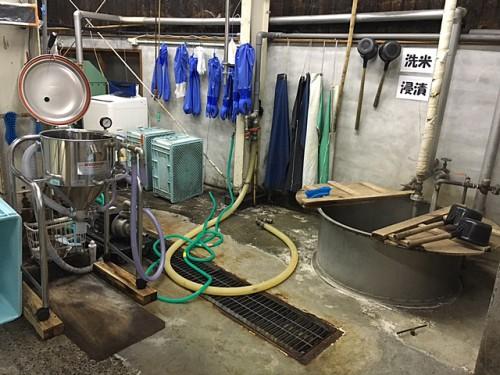 洗米や道具洗いもする洗い場。