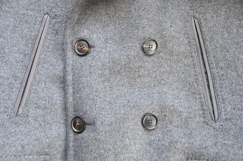 胸部の左右に作られたマフポケット。