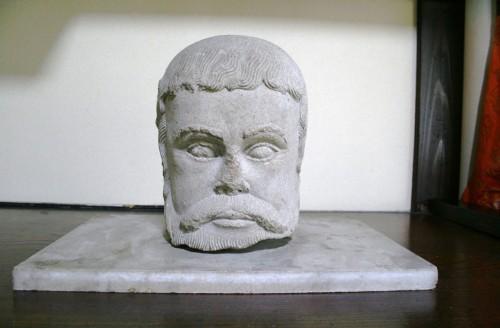 岡城跡で発見されたミステリアスなキリシタン遺物のひとつ、聖ヤコブ石像。