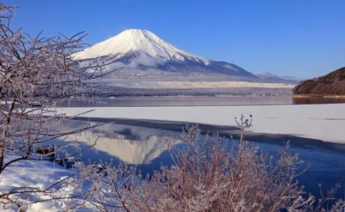 雨氷の朝、山中湖