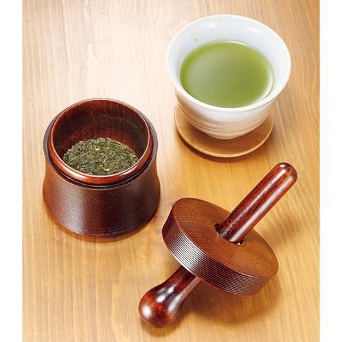 山中漆器(石川県)の製造元、浅田漆器工芸が手掛けた、職人手作りの逸品。茶葉のほかにゴマ擂り器としても使える。
