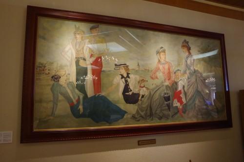 「ラ・メール ザ クラシック」に飾られている「野あそび」は、藤田嗣治氏の日本に残る数少ない大作のひとつで、1936年、京都の丸物百貨店創業者の中林仁一郎氏の依頼により制作された。右側の3人の女性が前時代的な衣装をまとい、左側4人の女性がモダンな服装をしているのは、「モード(流行)」を扱う場所に飾られることを意識して描いたのではないかといわれている。この絵画を鑑賞するために来る客もいるという。