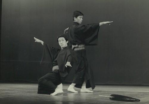 国立劇場の第二期歌舞伎俳優研修生時代。試演会で女方の立廻りを演じた。右は同期生の中村歌女之丞さん。写真は、梅花さん提供。