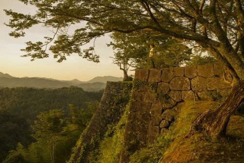 岡城の三の丸石垣。作曲家・滝廉太郎の名曲「荒城の月」の題材になったことでも名高い城跡です。