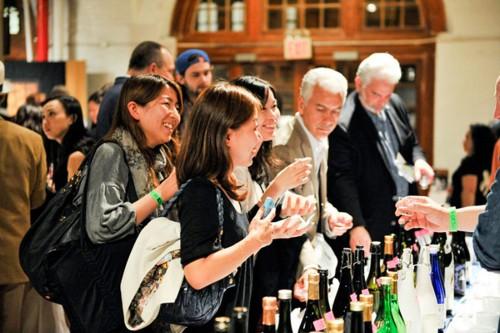 ニューヨーク開催の会場風景。多くの外国人に交じり、アメリカ在住の日本人も日本酒の美味しさに改めて感動。