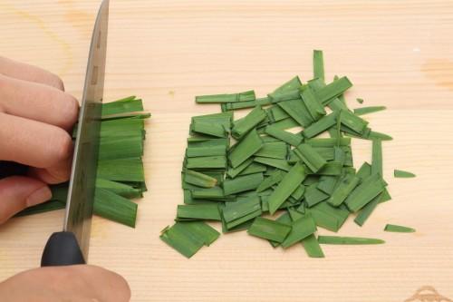 ①ニラを1.8cmに切る。