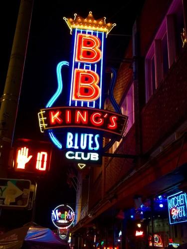ビール・ストリートを代表するライブハウス『B.B.キング・ブルース・クラブ』。ネオンがひときわ、明るく輝く。