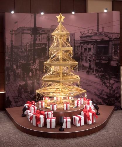 GINZA TANAKA ゴールドクリスマスツリー全体(s)