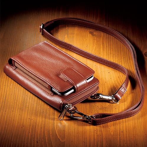写真=キャメル キズが目立ちにくい牛革の「シュリンクレザー」を使用。付属のベルトを付ければ小型ショルダーに変身。