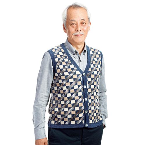 暖かく動きやすいのがベストの魅力。ボタン留めが個性的、近所の散歩から街歩きまで、気軽に使えるおしゃれな一着だ。