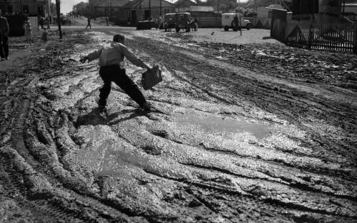 泥:ブラジル通り、パラナ州ロンドリーナ、1950年(C)Haruo Ohara / Instituto Moreira Salles collection