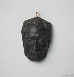 漱石のデスマスク(新海竹太郎作)の複製。神奈川近代文学館所蔵