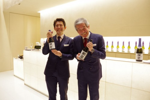 桜井博志会長(右)と、桜井一宏社長。