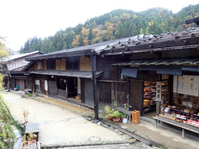 寺下の町並み。