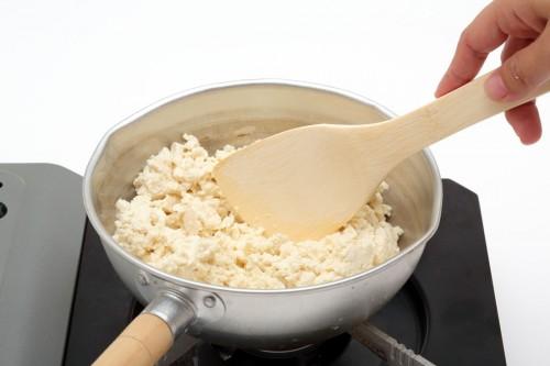 ③②を炒めて醤油を加え、味を調える。