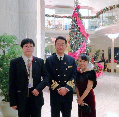 小久江尚船長と一緒に記念撮影。