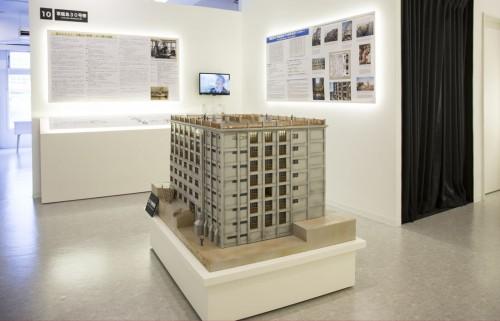 30号棟は地上7階、地下1階建て。模型は高さ67cm、幅88cm、奥行き76cm。