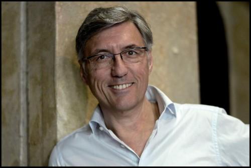 演出は新国立劇場初登場のジャン=ルイ・グリンダは、モナコ公国・モンテカルロ歌劇場総監督を務める。