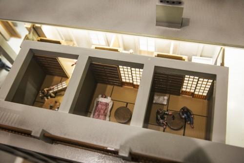 上から覗いてみると、部屋の様子まで細かく再現。