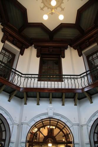 ドーム下にはこれまで2階と1階の間に床が設けられていたが、改修工事で撤去され、往時の吹き抜けの姿に復元された。